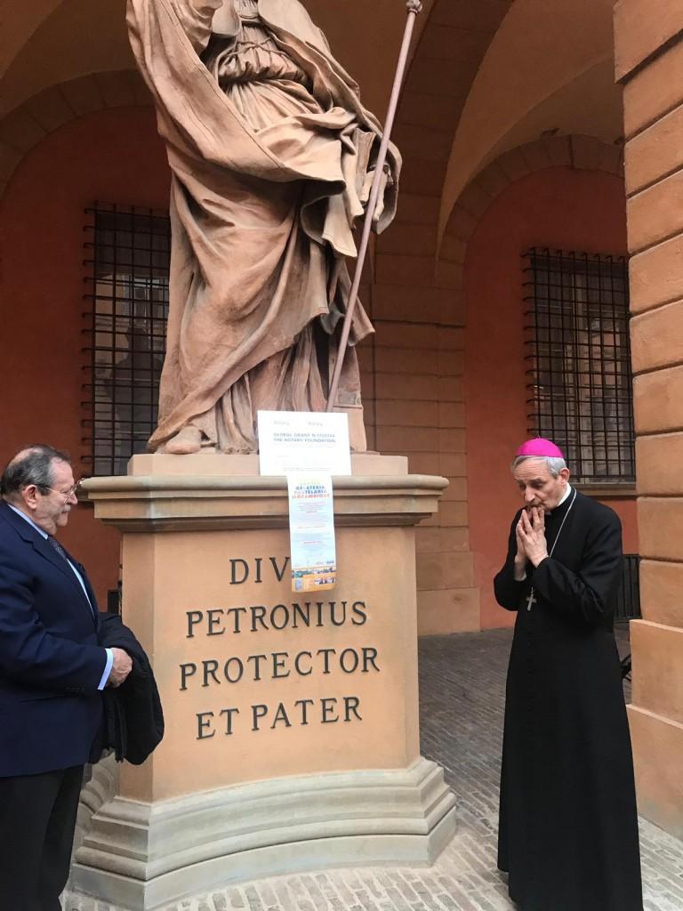 Vescovo Zuppi benedice targa Global Grant + pdg Venturi